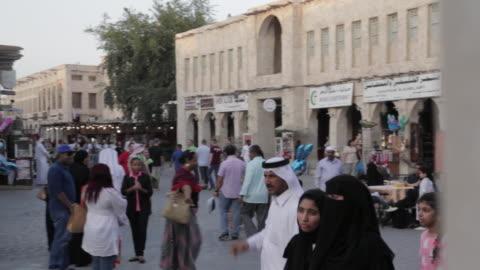 vídeos de stock, filmes e b-roll de souq waqif, street scene, doha, qatar, middle east - qatar