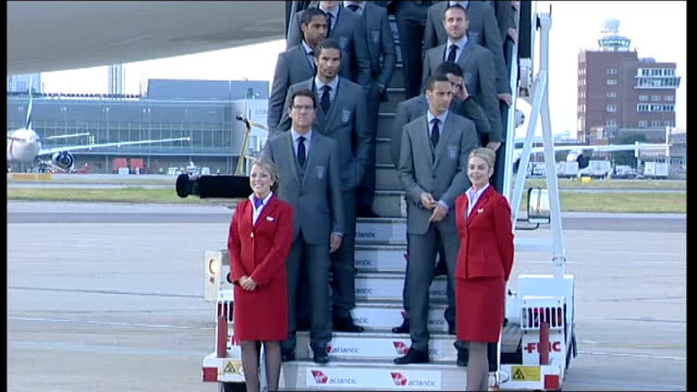 england team departure heathrow photocall england squad members reemerge from aircraft for group photocall on aircraft steps including manager fabio... - fußballweltmeisterschaft 2010 stock-videos und b-roll-filmmaterial
