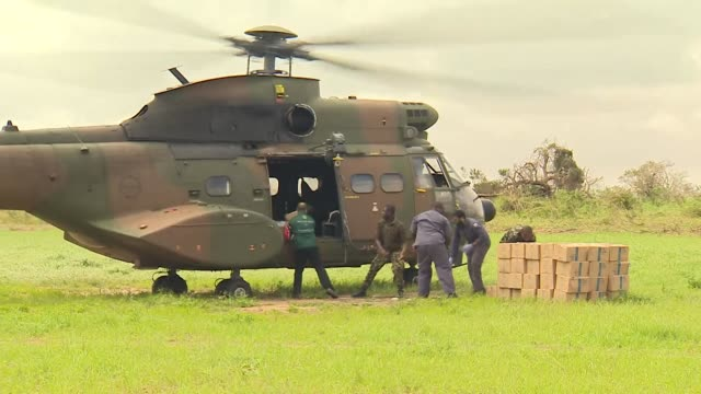 south africa military helicopters delivers aid to victims of cyclone idai in buzi mozambique - hungrig stock-videos und b-roll-filmmaterial