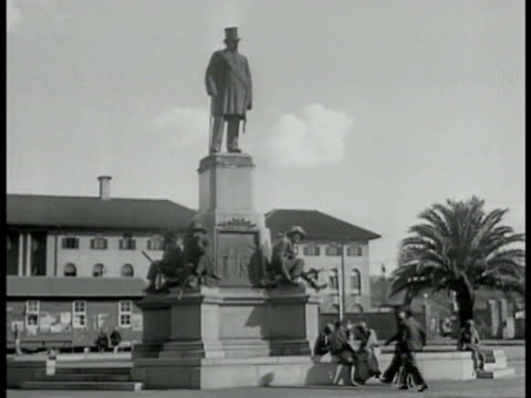 south african leader paul kruger statue aka 'oom paul' la ms kruger statue ms busy street intersection european pedestrians city cars amp stores bg... - pretoria stock videos & royalty-free footage