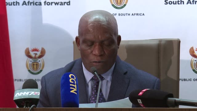 stockvideo's en b-roll-footage met south african minister of agriculture senzeni zokwana discusses says 260 000 birds have been killed due to an outbreak of a highly contagious strain... - vogelpestvirus