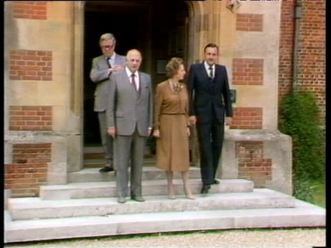 south african prime minister p w botha with prime minister margaret thatcher and foreign secretaries geoffrey howe and pik botha - バッキンガムシャー点の映像素材/bロール