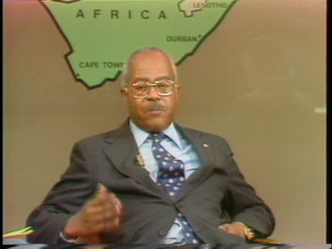 south african public relations representative andrew hatcher discusses his meetings with african leaders. - 1976 stock videos & royalty-free footage