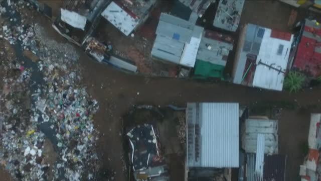 vídeos de stock e filmes b-roll de south african township - bairro de lata