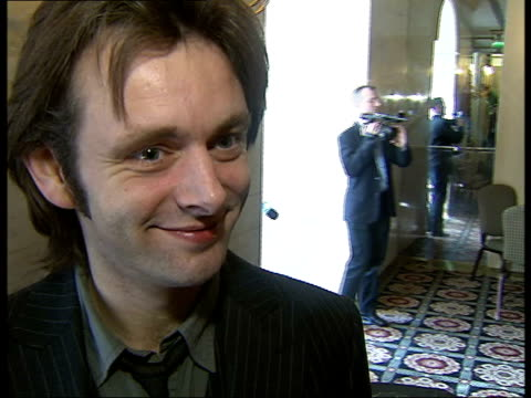 backstage interviews and photocalls michael sheen speaking to press / michael sheen interview with steve hargrave sot on film he stars in 'the queen'... - michael sheen stock-videos und b-roll-filmmaterial