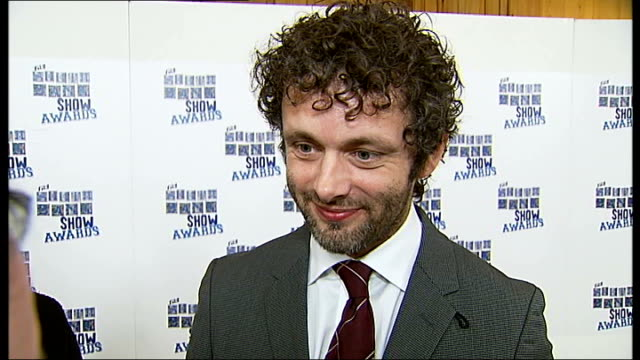 photocalls and interviews michael sheen interview sot cameron mackintosh done huge amount for theatre good thing obama won election / some parallels... - michael sheen stock-videos und b-roll-filmmaterial
