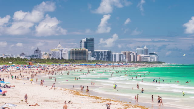 south beach, miami beach, gold coast, miami, florida, usa - time lapse - マイアミ点の映像素材/bロール