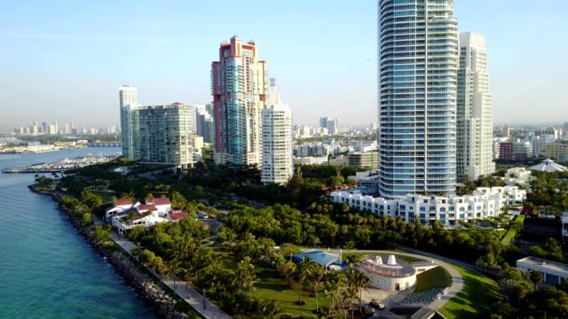 south beach south side aerial footage - マイアミ点の映像素材/bロール