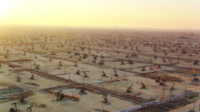 south belridge oil field, california from the air - trivella petrolifera video stock e b–roll