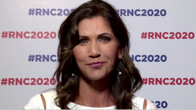 south dakota governor kristi noem says on behalf of state republicans at the 2020 republican national convention during the roll call states on... - carolina del nord stato usa video stock e b–roll