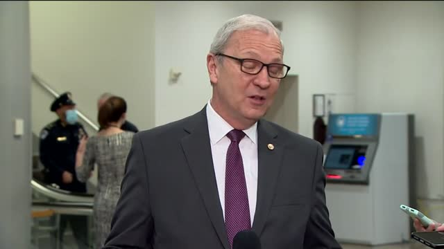 south dakota senator kevin cramer tells reporters before opening debate on whether the senate had jurisdiction to hold impeachment trial against... - 上院議員点の映像素材/bロール