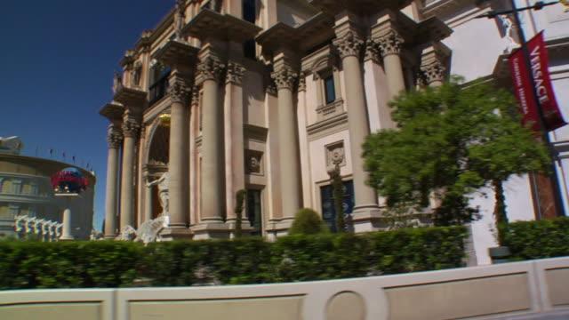 south down las vegas boulevard passing the forum shops entrance & caesars palace parking lot. - caesars palace las vegas stock videos & royalty-free footage