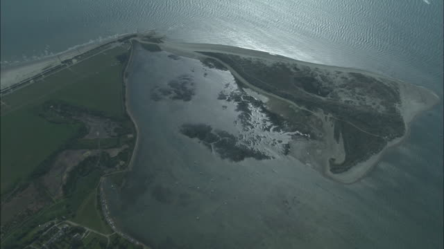 south hayling from 5,000 feet - 英国ハンプシャー点の映像素材/bロール