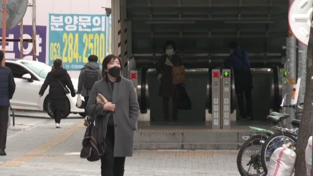 vídeos y material grabado en eventos de stock de south korea has seen a rapid rise in coronaviruos infections since a clusters sprouted in a religious sect in the southern city of daegu last week - corea del sur