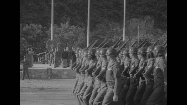vídeos y material grabado en eventos de stock de south korea president syngman rhee arrives at outdoor ceremony for departing 25th infantry division, american military official escorts his wife... - escarapela