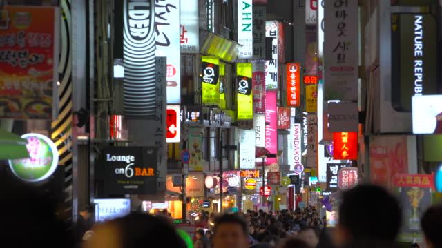 south korea, seoul the busy myeong-dong shopping district - ソウル点の映像素材/bロール