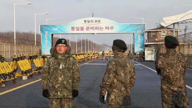 vidéos et rushes de south korean army soldiers stand guard at a military check point on the unification bridge, linked to north korea, near the demilitarized zone at... - lieux géographiques
