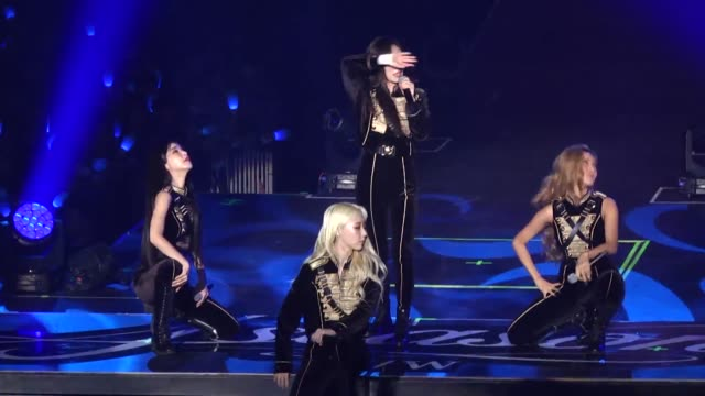 vidéos et rushes de south korean girl group mamamoo perform on stage during their concert on june 15, 2019 in taipei, taiwan of china. - k pop