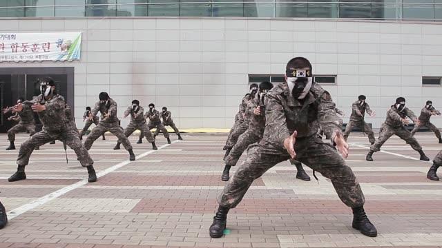 south korean military conduct antiterror exercise on june 13 2013 in seoul south korea - militärövning bildbanksvideor och videomaterial från bakom kulisserna
