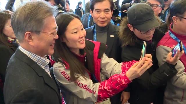 south korean president moon jaein visits the main press centre at the 2018 pyeongchang winter olympics - südkorea stock-videos und b-roll-filmmaterial