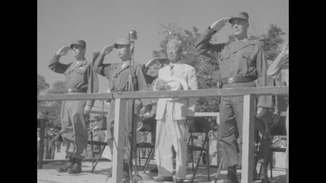 south korean president syngman rhee and wife francesca donner decar and shake hands with general james van fleet, commander, 8th us army, and other... - vangen bildbanksvideor och videomaterial från bakom kulisserna