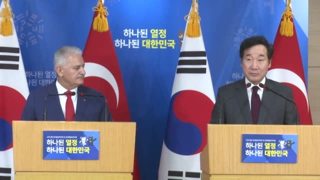 south korean prime minister lee nakyeon speaks at a joint press conference with his turkish counterpart binali yildirim following their meeting on... - binali yildirim stock-videos und b-roll-filmmaterial