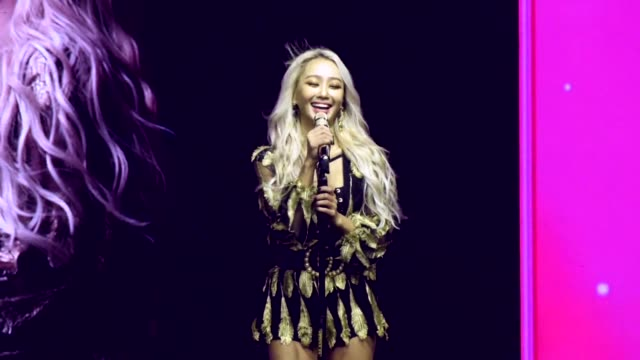 vidéos et rushes de south korean singer hyolyn performs onstage during her concert on june 22, 2019 in taipei, taiwan of china. - singer