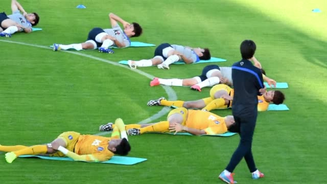 south koreas national football team trains at the flamengo esporte clube in foz do iguacu brazil ahead of the 2014 fifa world cup - esporte stock videos and b-roll footage