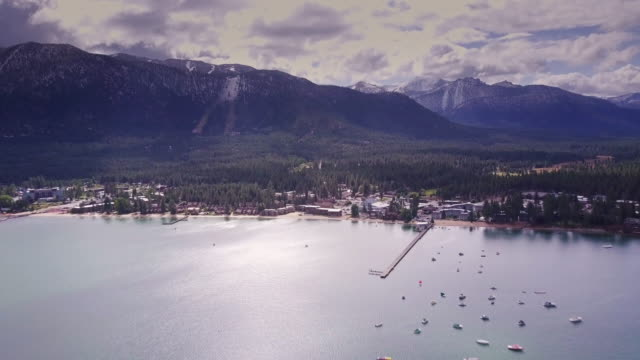 vídeos de stock, filmes e b-roll de south lake tahoe no outono - vista aérea - sierra nevada da califórnia