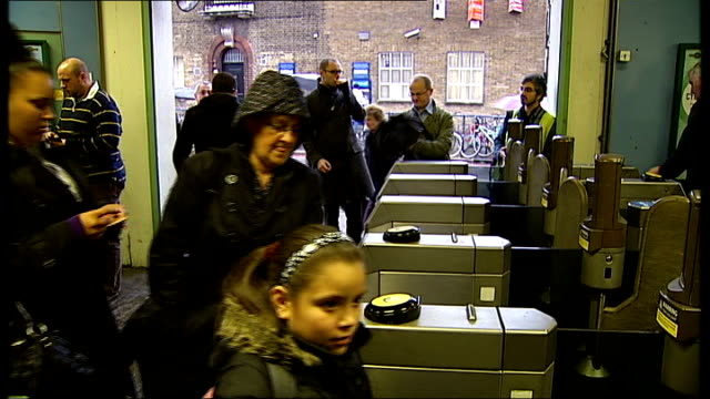 south london balham int busy entrance to balham train station during rush hour crowds of london commuters passing through ticket barriers as exit... - fahrkarte oder eintrittskarte stock-videos und b-roll-filmmaterial