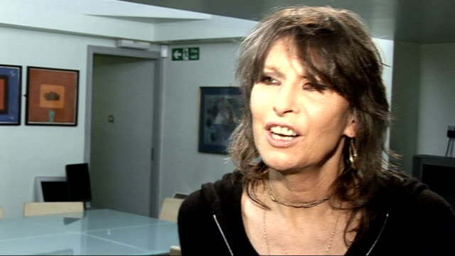 south london: int set-up shots of singer, chrissie hynde, playing pool chrissie hynde interview sot - saying she would do any charity single she was... - chrissie hynde stock videos & royalty-free footage