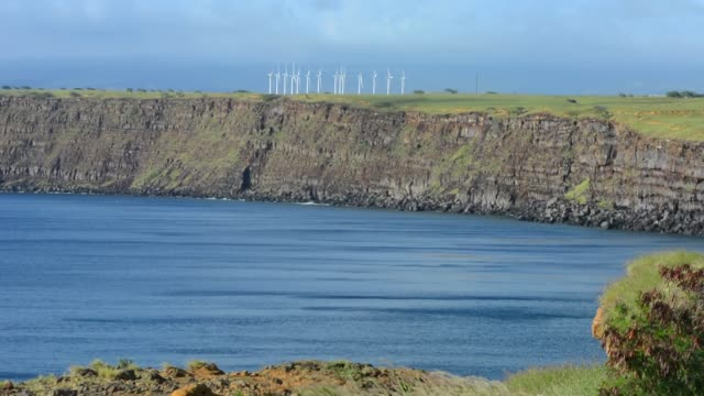 vidéos et rushes de south point hawaii big island wind turbines for energy - big island îles hawaï