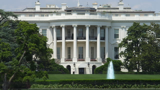 south portico of the white house taken from the ellipse. shot in 2012. - 2010年代点の映像素材/bロール