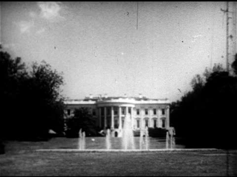 vidéos et rushes de south portico of white house w/ fountain on lawn fg angled ws south portico federal style architecture politics president - 1952