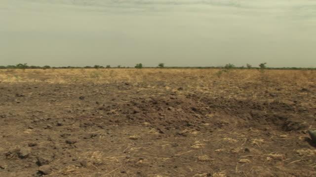 vídeos de stock, filmes e b-roll de south sudan bomb disposal unit - sudão