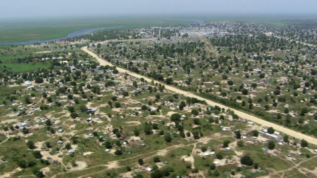 vídeos de stock, filmes e b-roll de south sudan : bor town - sudão