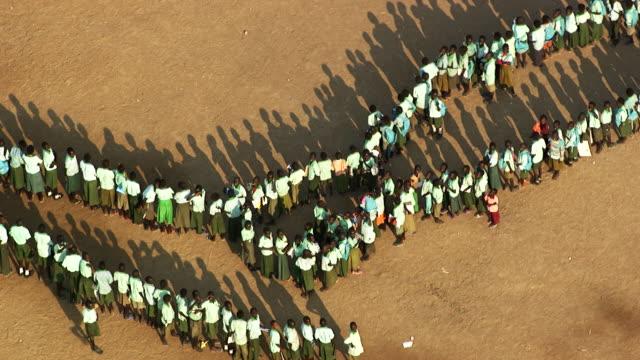 vídeos de stock, filmes e b-roll de south sudan : pupils at school - sudão