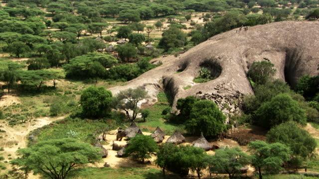 vídeos de stock, filmes e b-roll de south sudan : tuguru village - sudão