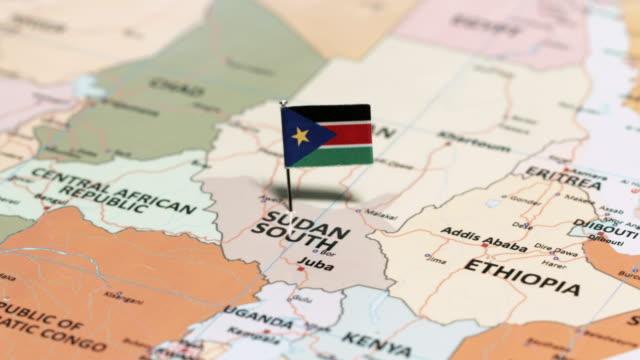 vídeos de stock e filmes b-roll de south sudan with national flag - etiópia ouro