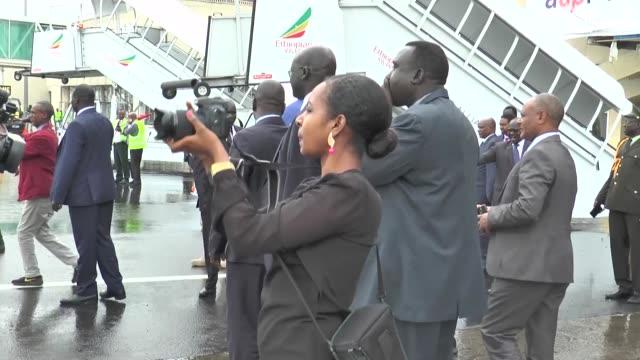 south sudan's president salva kiir mayardit on june 20 2018 arrives ethiopia's capital addis ababa for meeting with the south sudan's rebel leader... - 南スーダン点の映像素材/bロール