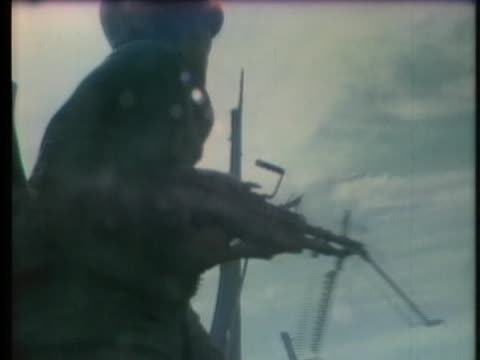 south vietnamese soldiers defend their positions near saigon against communist forces. - 南ベトナム点の映像素材/bロール