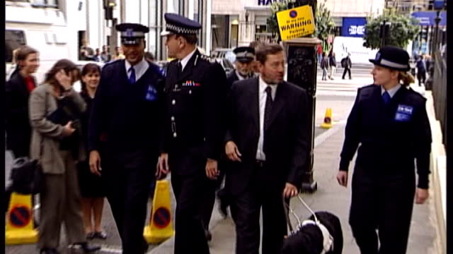 south yorkshire police criticised over pcso plan september 2002 ext sir ian blair and david blunkett mp along with female police community support... - south yorkshire stock videos and b-roll footage