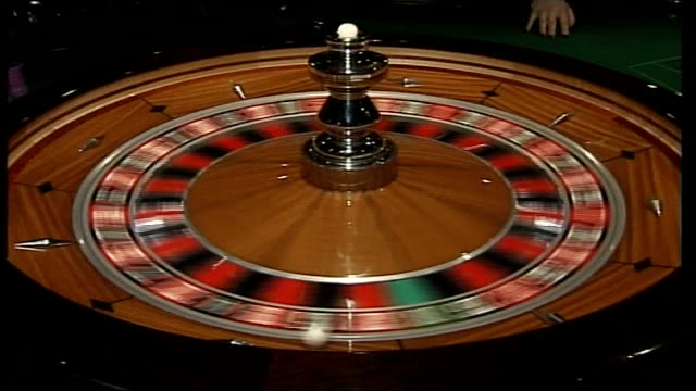southend seafront casino proposals 'spielers' casino building 'westcliff' casino int roulette wheel spinning woman at blackjack table ext major... - blackjack video stock e b–roll