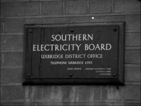 Southern Electricity employees coshed as bring home wages ENGLAND Uxbridge EXT Close up of Southern Electricity Board Uxbridge District Office sign /...