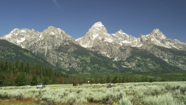southern entrance to grand teton (moose junction), grand teton np, usa - grand teton stock-videos und b-roll-filmmaterial