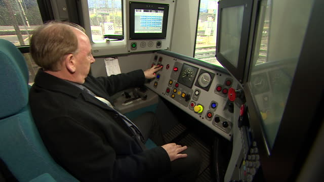a southern rail train driver closes the doors from his drivers cabin - lokomotive stock-videos und b-roll-filmmaterial