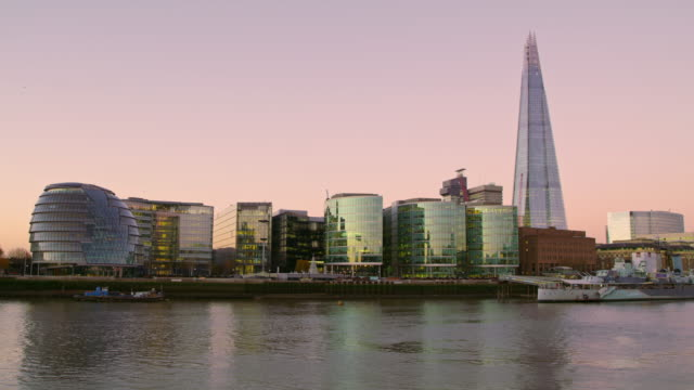 WS Southwark bank of the river Thames