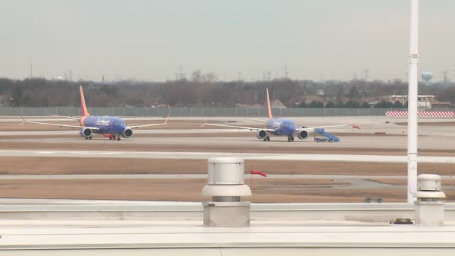 wgn southwest airlines' boeing 737 max aircrafts grounded at chicago's midway airport on march 13 2019 the federal aviation administration issued an... - boeing 737 stock videos & royalty-free footage