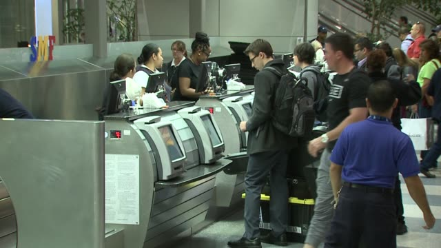 KTXL Southwest Flights Delayed Long Lines at Sacramento International Airport Ticket Counter on October 11 2015