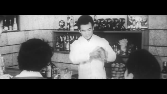 souvenir for you/japanese sake factory summit, all-you-can-drink sake tasting, whiskey factory, cocktail lessons, tasting, record factory, stereo... - home economics点の映像素材/bロール